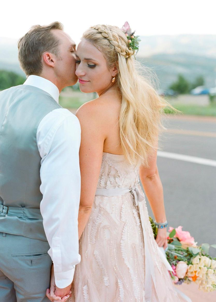 25 Easy Wedding Hairstyles That Are Simple to Master