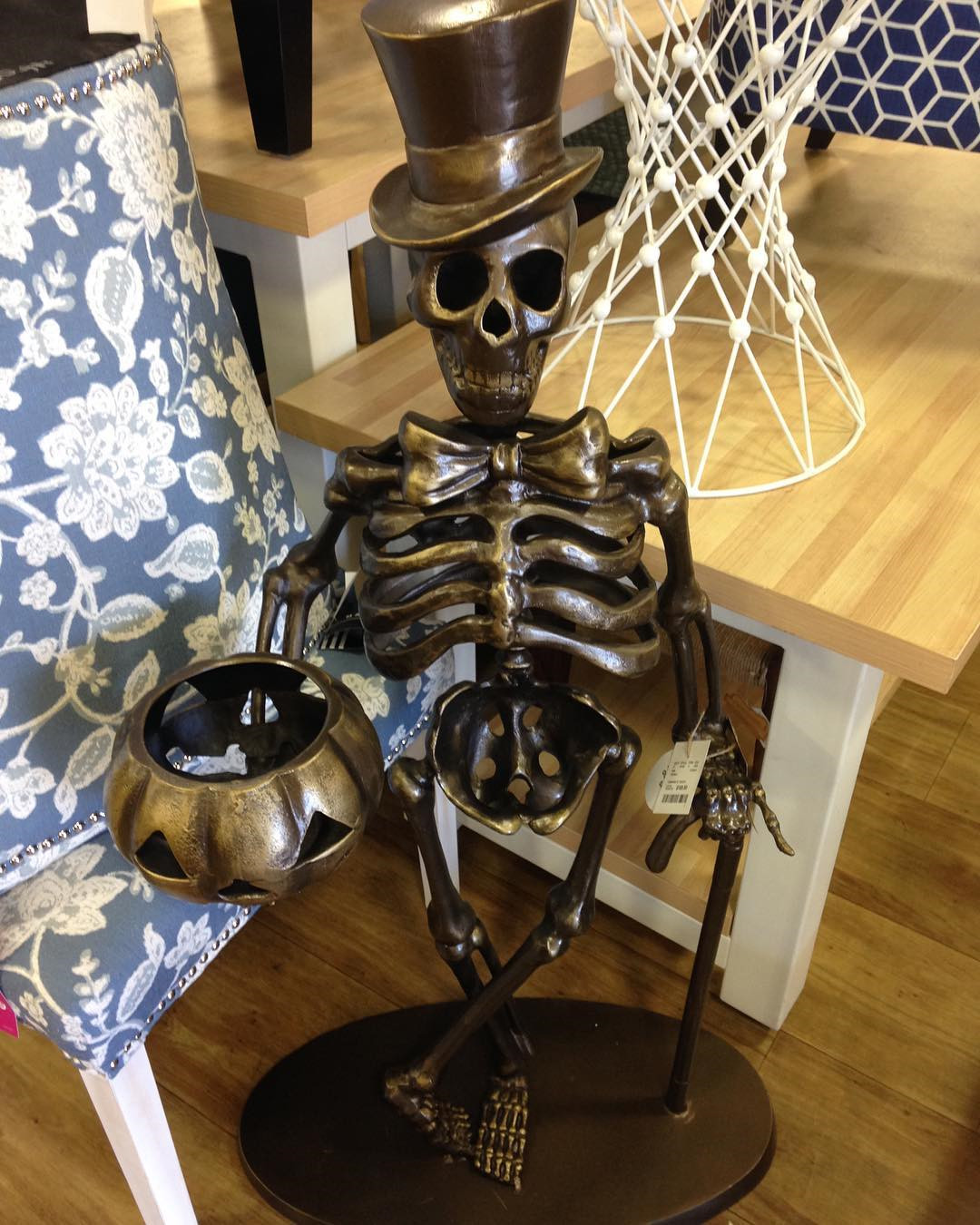 56 Cool Outdoor Halloween Decorations Ideas #halloweenoutdoordecor #Halloween