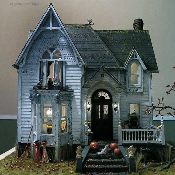 30 Cool Haunted House Crafts Perfect for Halloween #HauntedHouse #Halloween