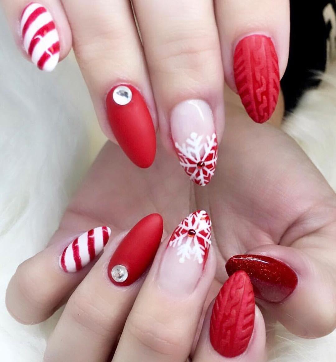 50+ Popular Festive Christmas Nail Art Design Ideas #Christmas #ChristmasNail