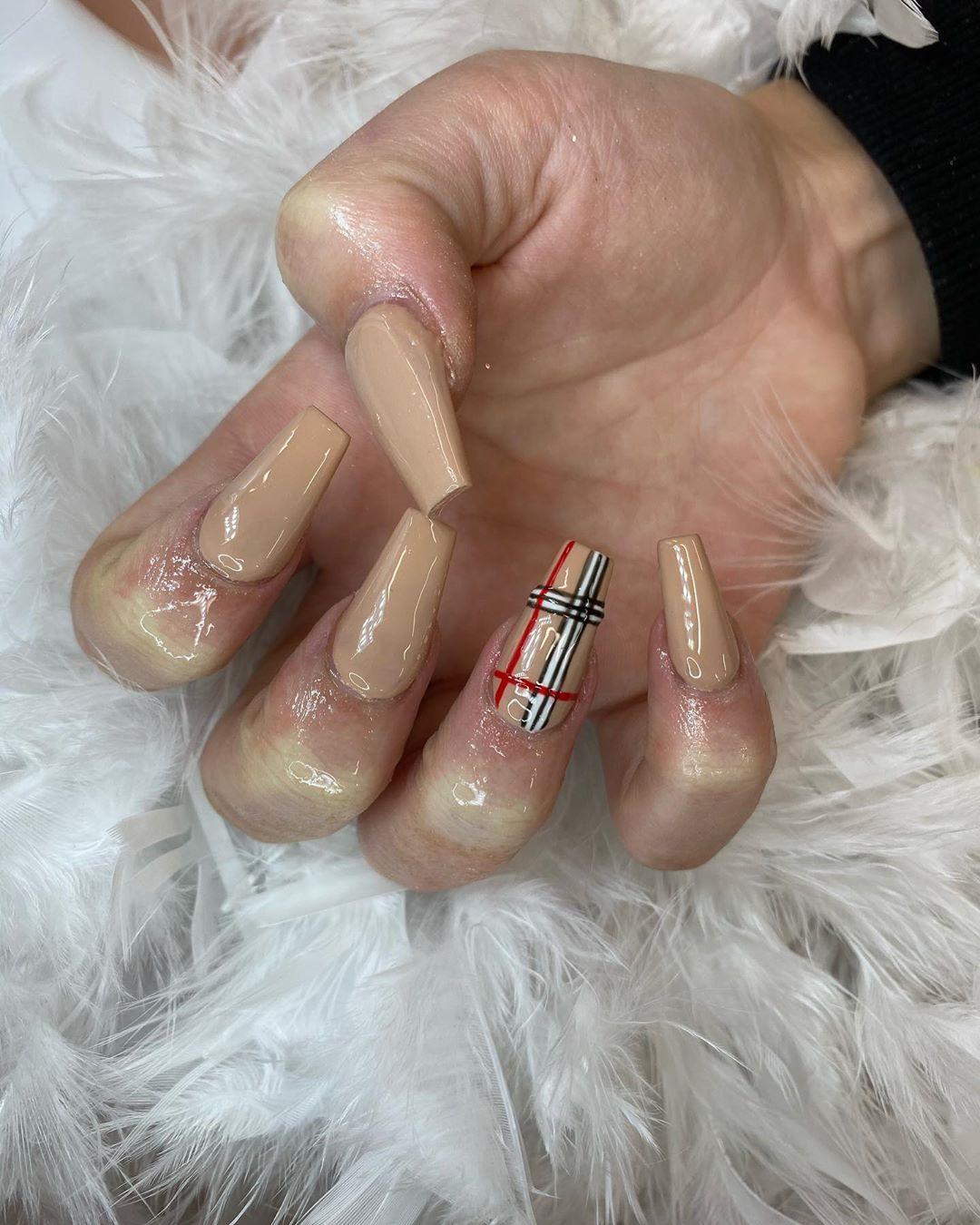 Kylie Jenner Inspired Nails To Try This Season,nailinspo,nailsdone,nailsdid,nails,nailblogger ,nailfie,acrylicnails ,fallnails,Coffin nails,marblenails ,nail2inspire,ivynailss,nailsinla,nailartist,kyliejennernails