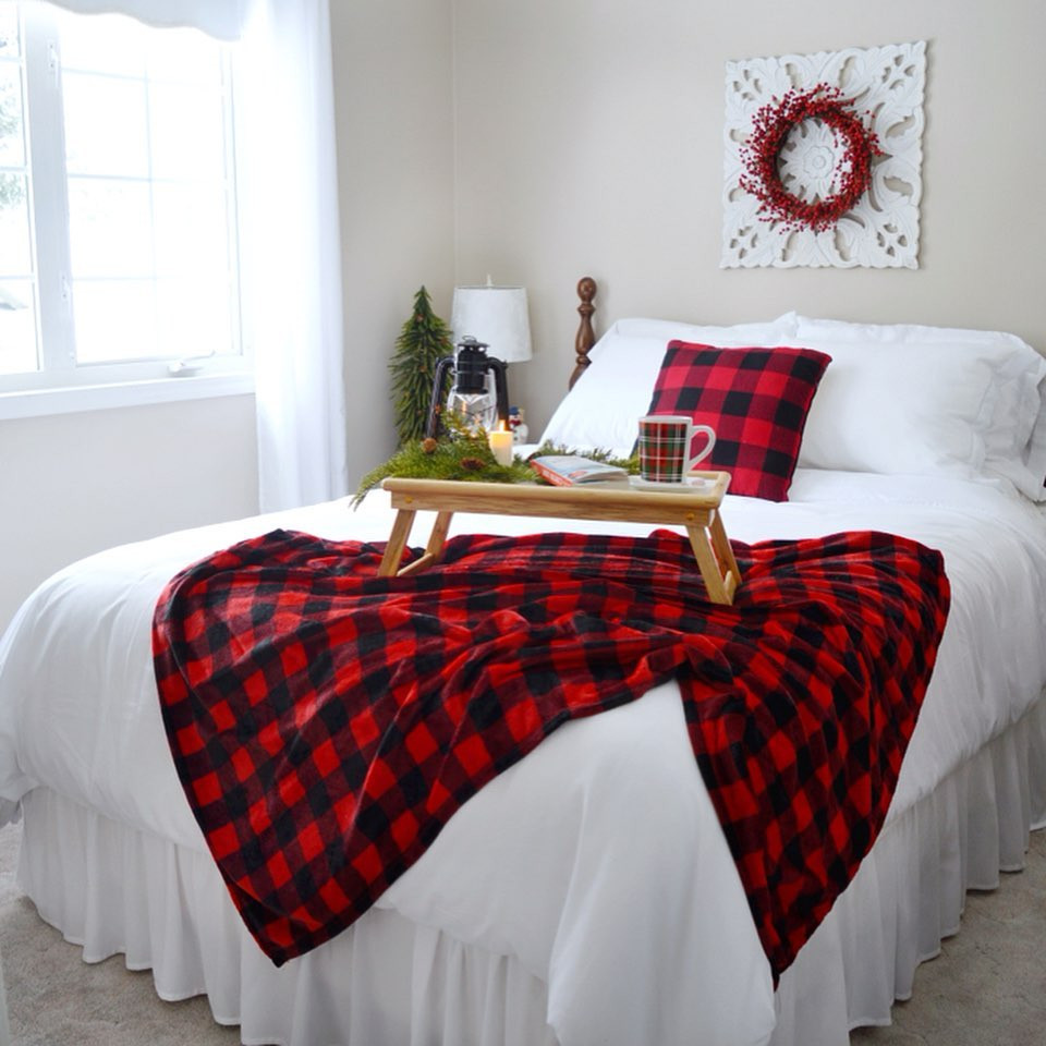 56 Best Christmas Bedroom Decor Ideas for a Positively Jolly Night Sleep