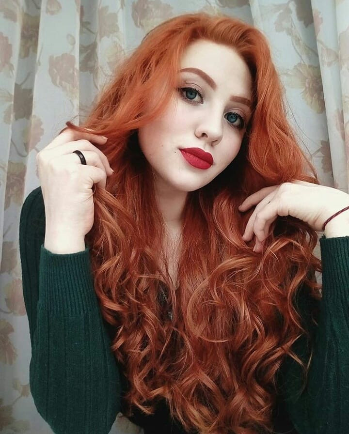 55 Best Auburn Hairstyles Colors You Are Sure to Love,auburn hair with highlights,long auburn hair,natural auburn hair