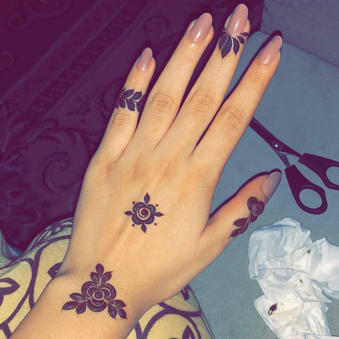 42 Trendy Henna Tattoo Design Ideas to Try,henna tattoo meaning,henna tattoo care,are henna tattoos permanent