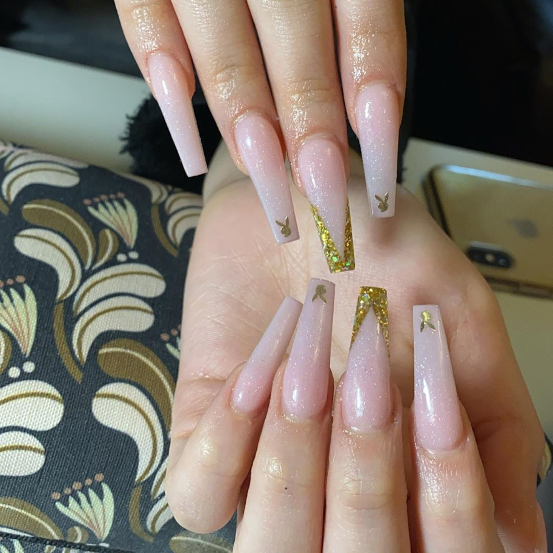 55 Long Acrylic Nail Ideas to Express Your Personality,long acrylic nails coffin,long acrylic nails with rhinestones,long acrylic nails stiletto