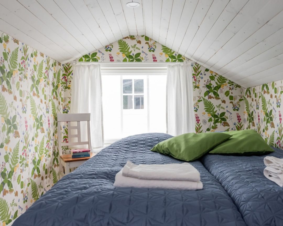 50 Cool Attic Bedroom Design Ideas Making Us Want to Move Upstairs