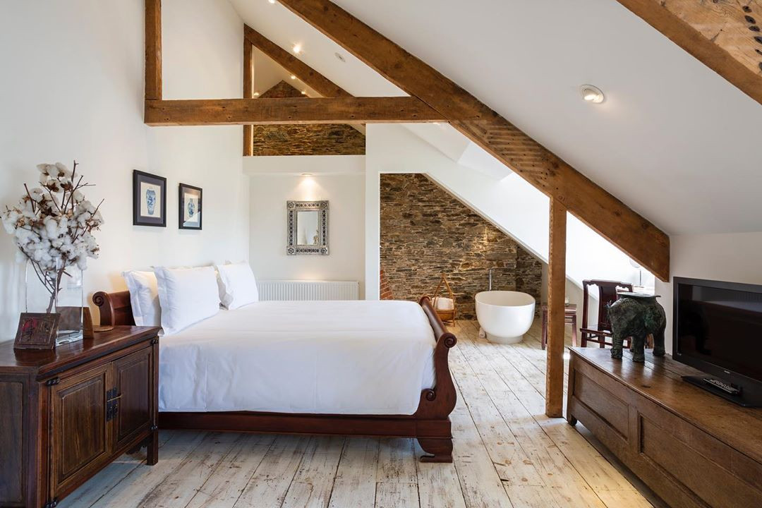 50 Cool Attic Bedroom Design Ideas You Would Absolutely Enjoy Sleeping In,attic bedrooms with slanted walls,low ceiling attic bedroom ideas,small attic bedroom sloping ceilings,attic bedroom designs