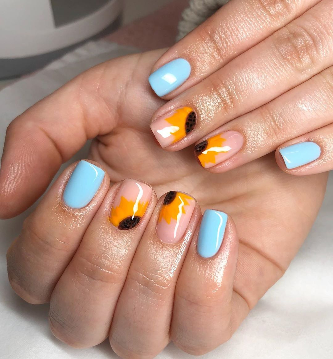 55 Cute Yellow Sunflower Nail Designs for 2020,yellow sunflower nailsacrylic,sunflower nails coffin