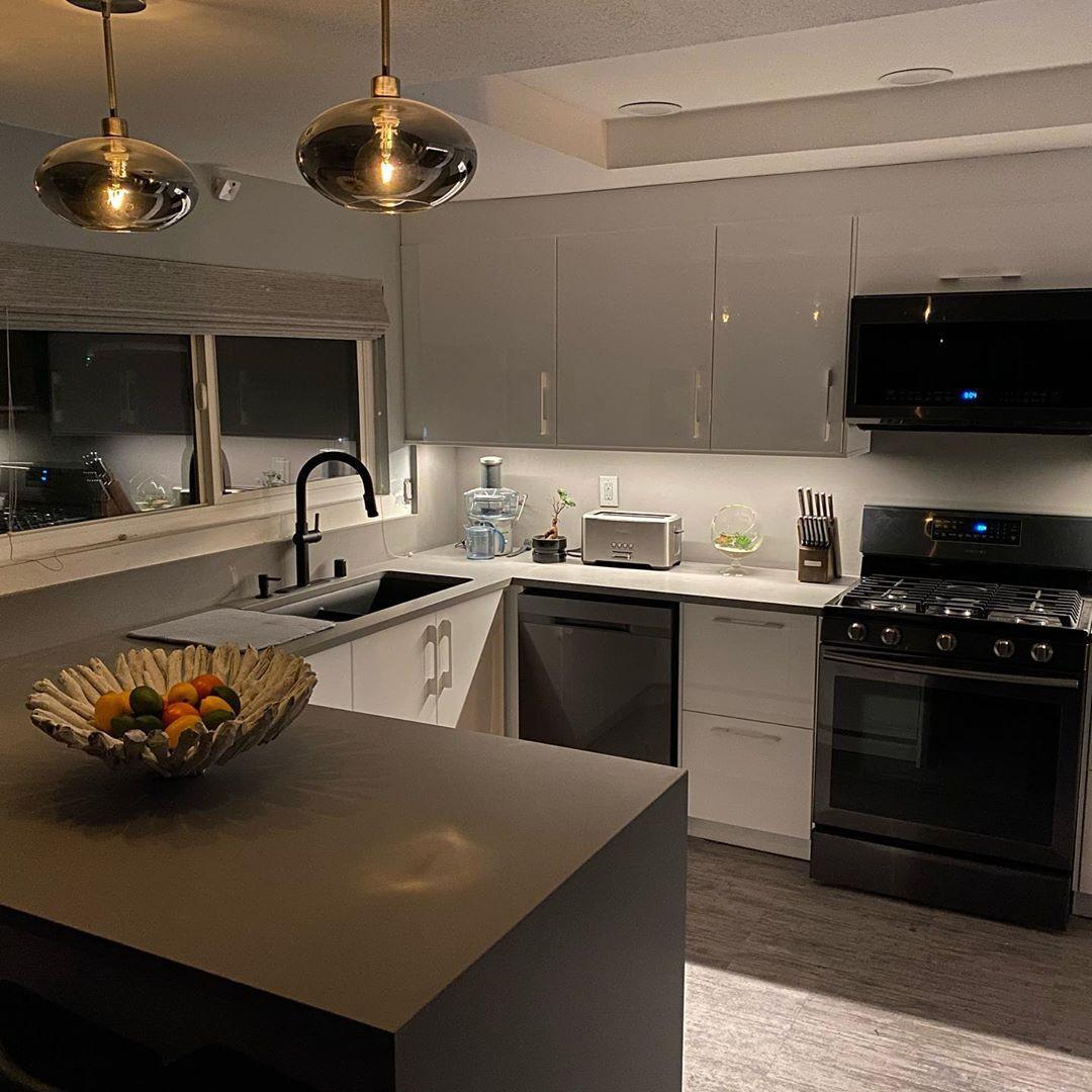 55 Best Modern Kitchen Design Ideas 2020,#modernkitchen#luxurykitchens#bathroomvanity#modernfurnituredesign#homedesignideas#whitekitchen#masterbath#decoratingideas#kitchengoals#zgallerieinspired